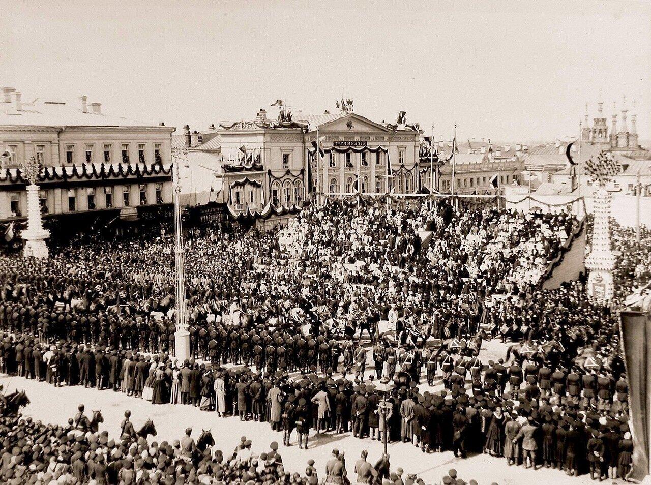 Депутаты азиатских народов  проходят по Страстной площади в день торжественного въезда императора Николая II и императрицы Александры Федоровны в Москву