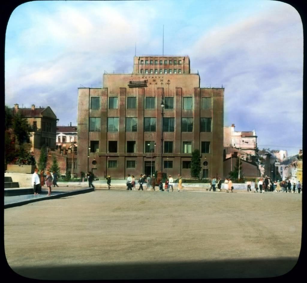 Советская площадь. Институт Ленина
