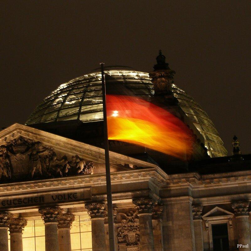 купол ночного Рейхстага....
