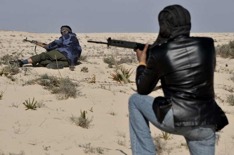 Libyan anti-Kadhafi fighters take positi