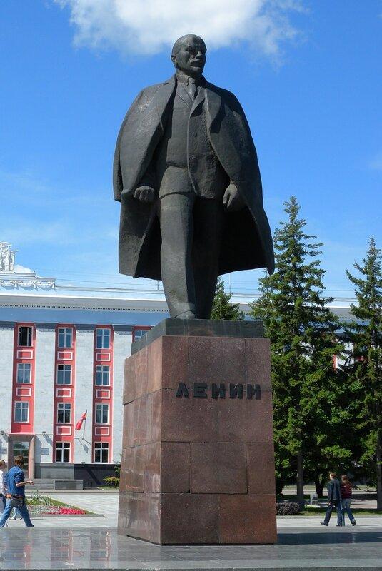 фото памятника ленина в барнауле питомцы нас любят