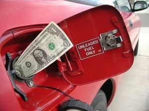 В Приморье продолжают снижаться цены на бензин и дизельное топливо