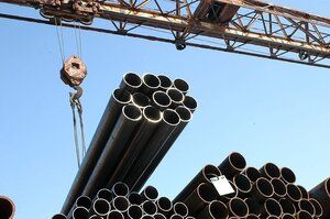 На трассу Владивосток-Находка упала труба строящегося газопровода