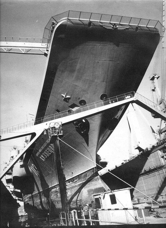 Докование ТАКР пр.1143.5 «Адмирал Флота Советского Союза Кузнецов» в Новороссийске. 1991 год.