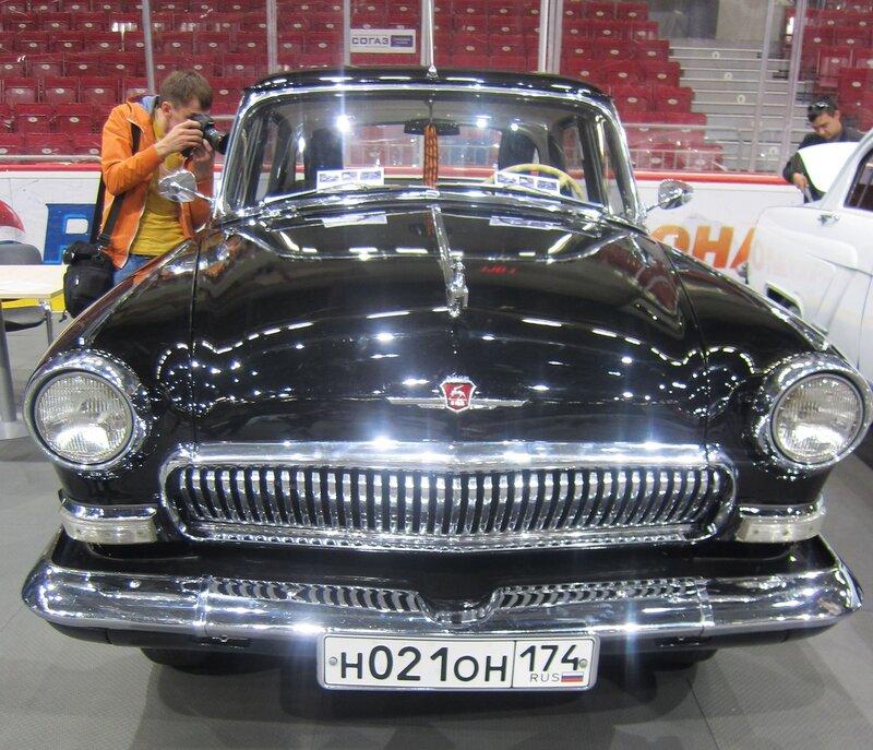 Чёрная старая ″Волга″ ГАЗ-21, поражающая блеском лака и сиянием хрома (20.05.2014)