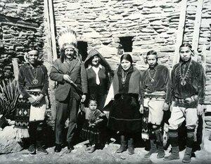 Albert Einstein with a group of Hopi Indians, 1922..jpg