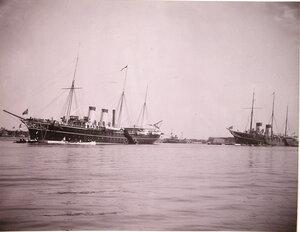 Императорские яхты Штандарт и Полярная звезда в портовом бассейне.
