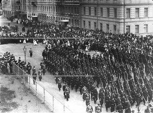 Батальон на марше в день открытия памятника подвигам Саперного батальона .