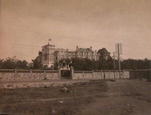 Общий вид здания больницы.
