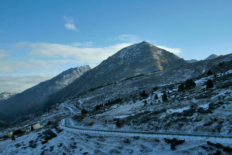 Дорога на севере Пиренейских гор