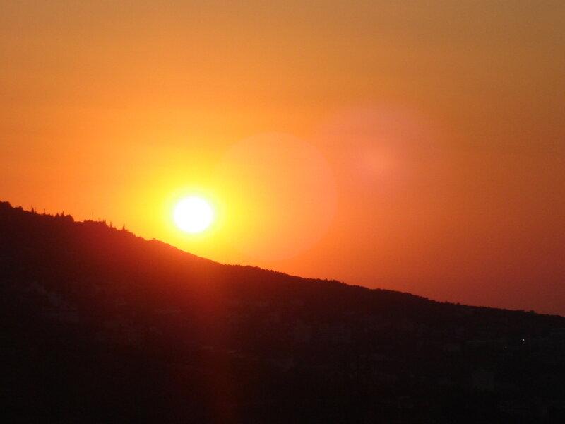 Крым,весна,Алупка,оранжевое утро апреля