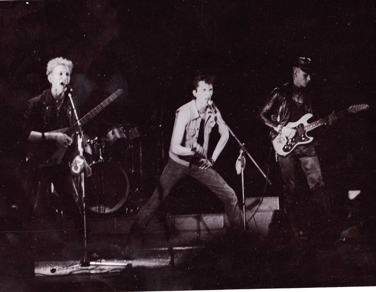 1990. Выступление ленинградской рок-клубовой группы второго эшелона «Объект Насмешек» в Ангарске