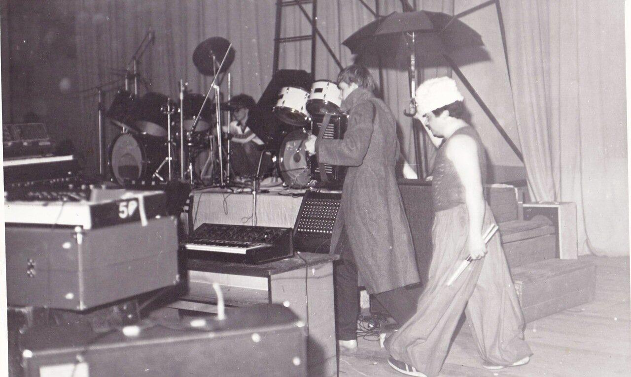 1991-1992. Неопознанная группа на одном из фестивалей в Политехе