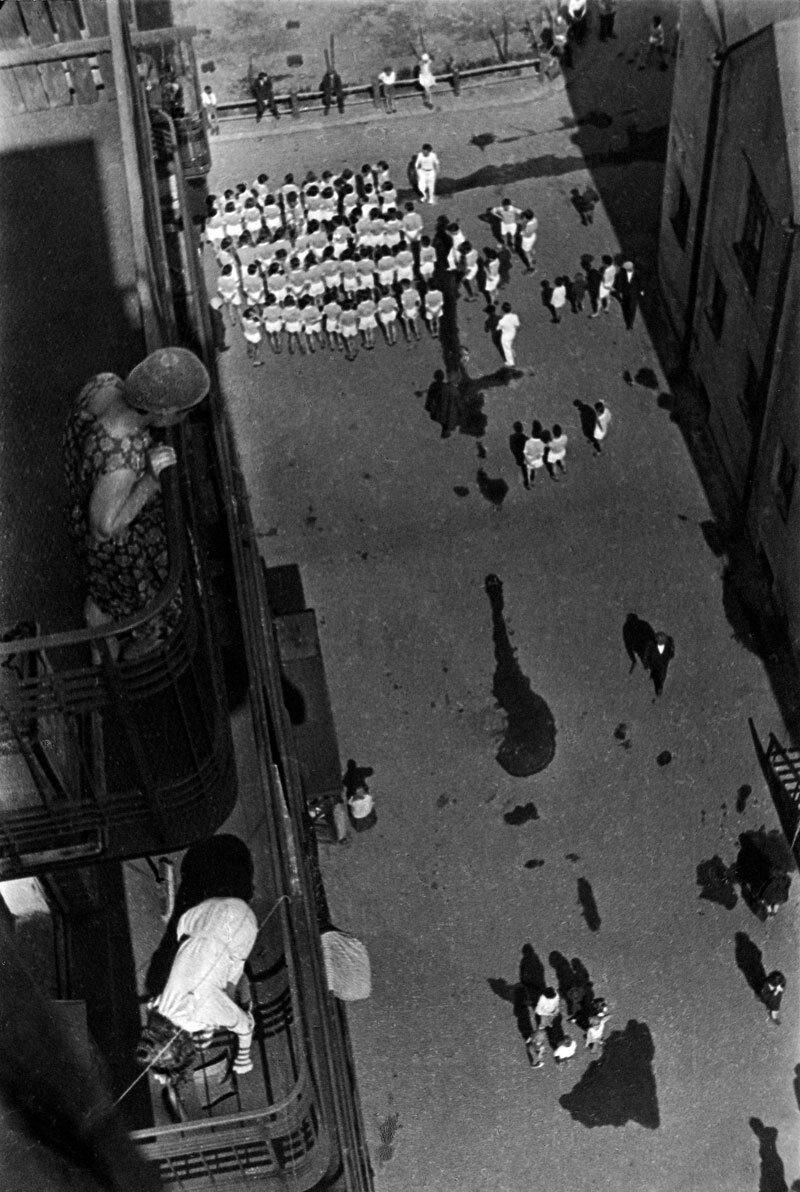 1928. Они собираются на демонстрацию