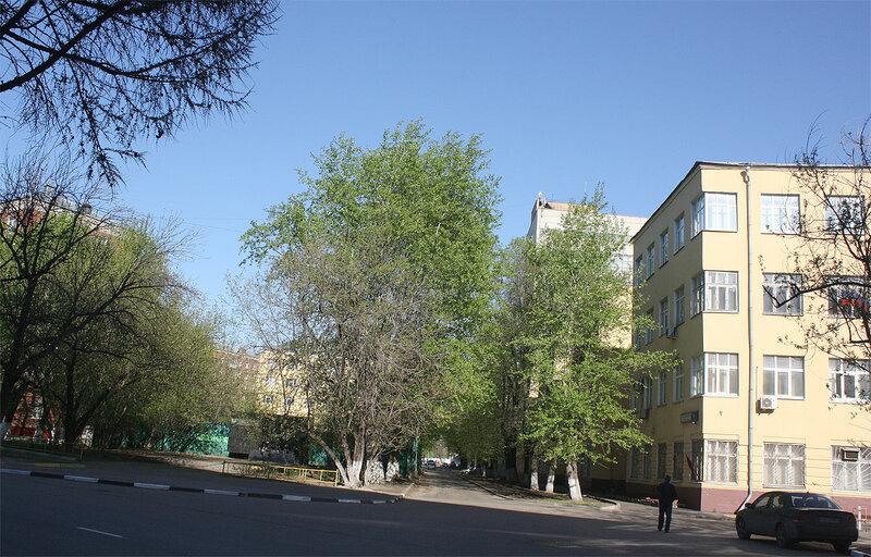 Безымянный переулочек - между зданиями МТУСИ и его общежитием номер один