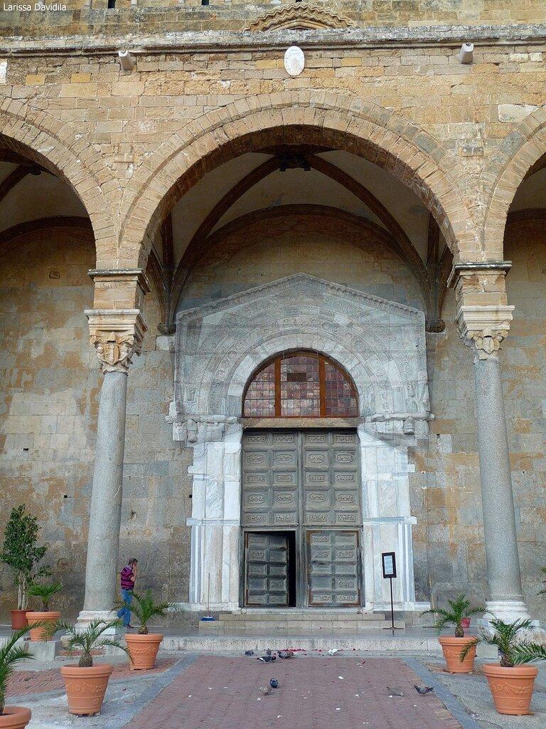 Портал собора.