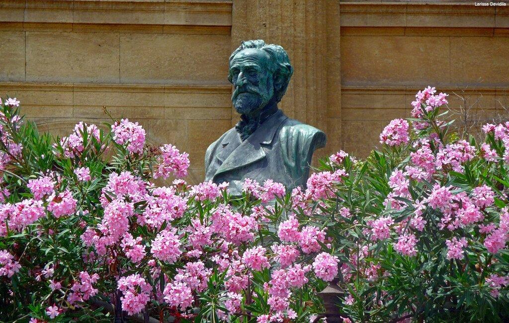 Teatro Massimo. Памятник Верди.