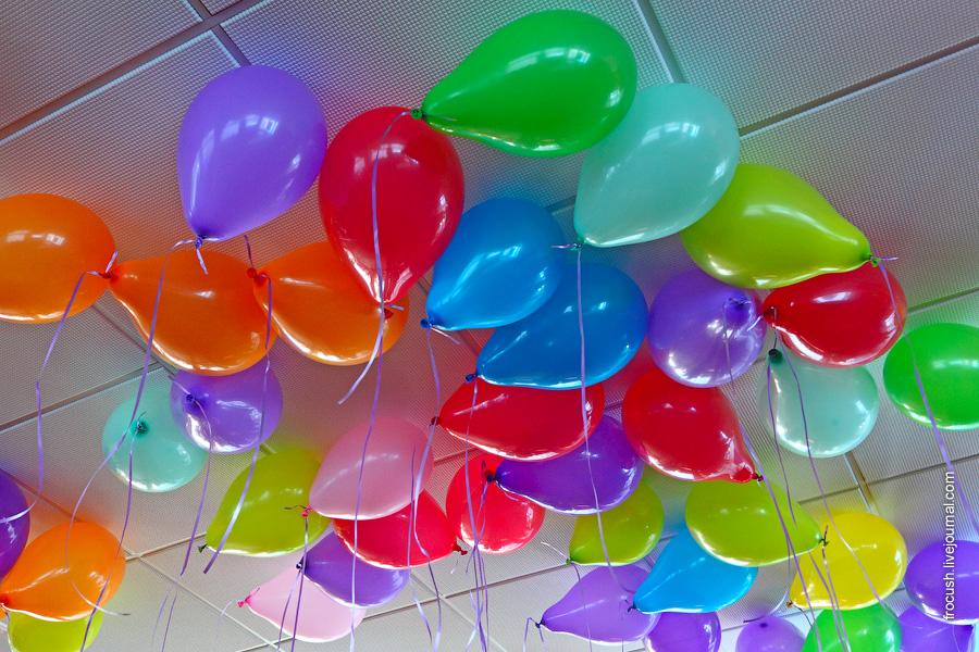 Воздушные шары в конференц-зале (бар «Свирь»)