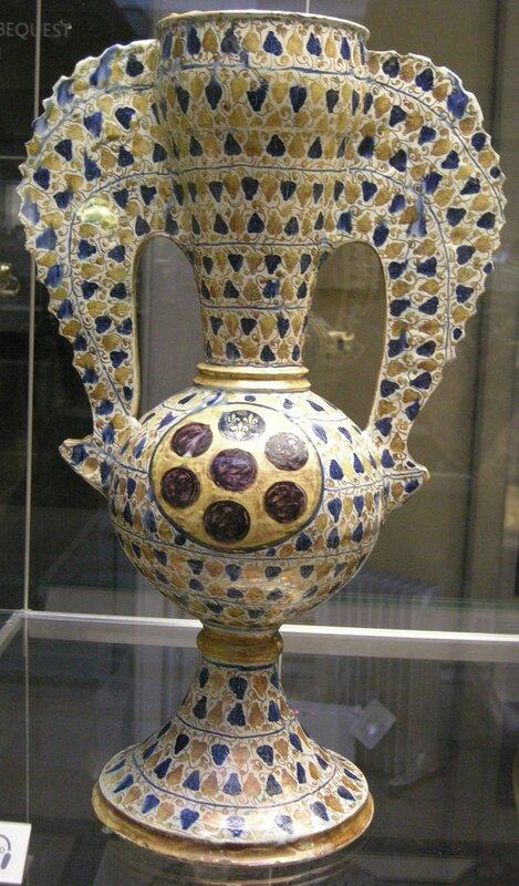 Крылатая ваза с гербом Медичи