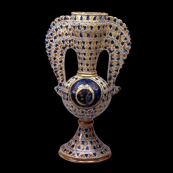 Крылатая ваза с эмблемой Медичи