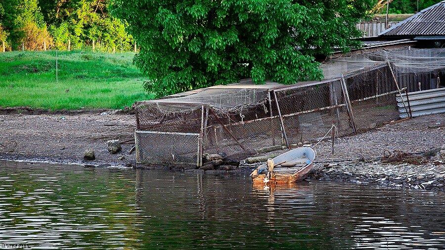 Лодка дон река