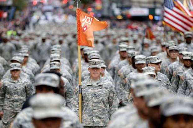 """Уважение и почет для военных: """"Никому в США не прийдет в голову сказать - да, это совок"""" - блогер о том, нужно ли в стране проводить военный парад"""