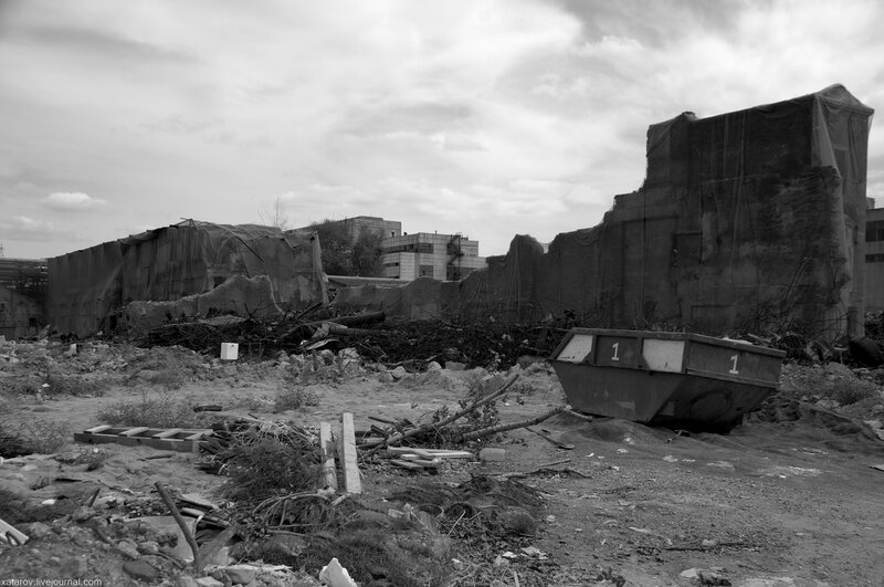 Арт-парк Символ на территории завода Серп и молот