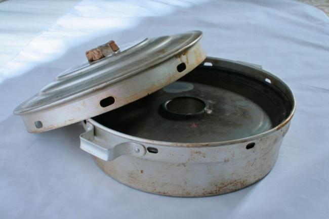 Аэто советская печь «Чудо». Фактически форма для выпечки различных мучных изделий, атакже для туше