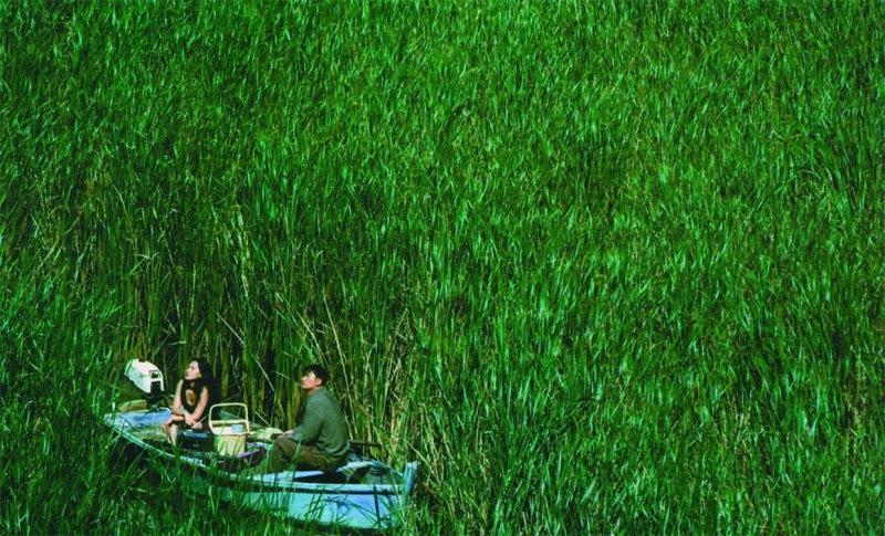 Мужчина, скрывающийся от закона (Ким Юсок), находит убежище в рыбацкой лодке. От попытки самоуб
