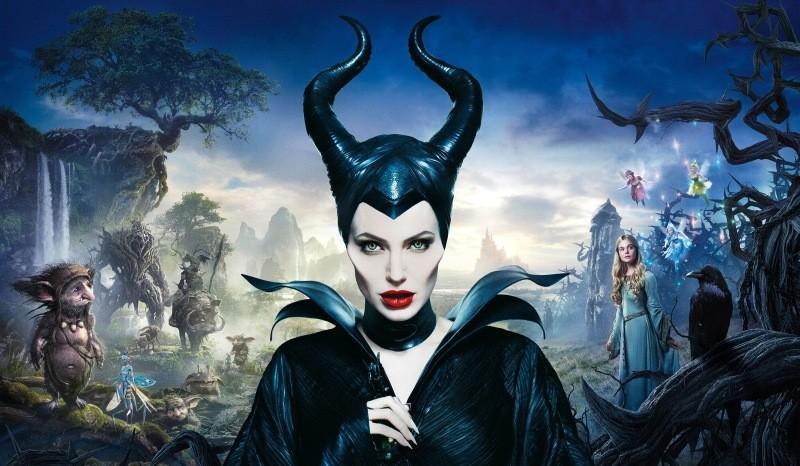 Постер фильма «Малефисента» с Анджелиной Джоли. Анджелина Джоли в роли колдуньи Малефисенты, «Малефи