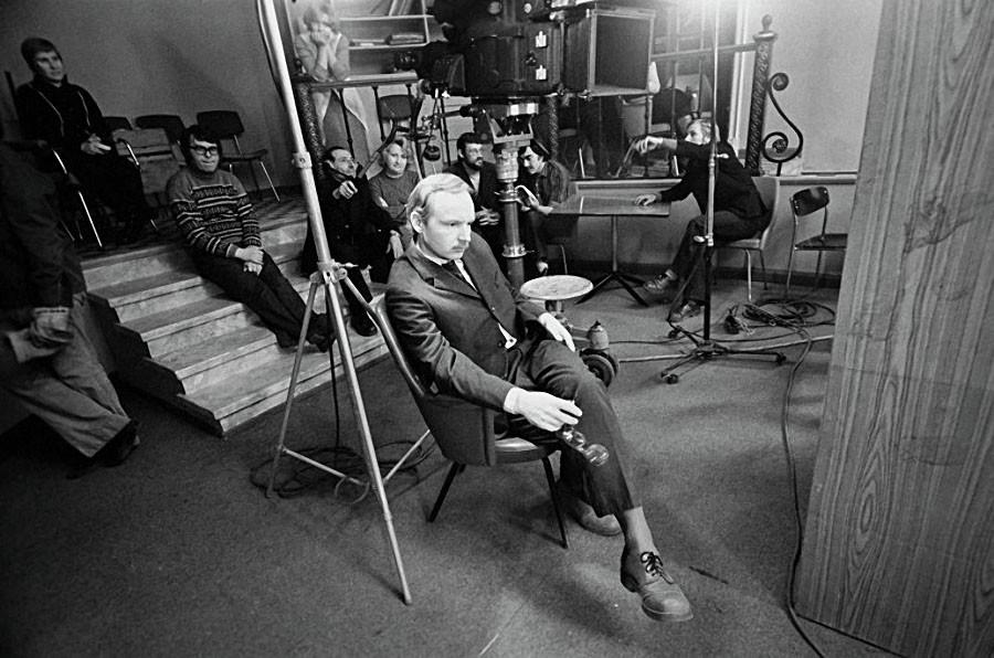 Андрей Васильевич Мягков на съемках фильма «Служебный роман», 1976 год. Фото Владимира Вяткина / РИА