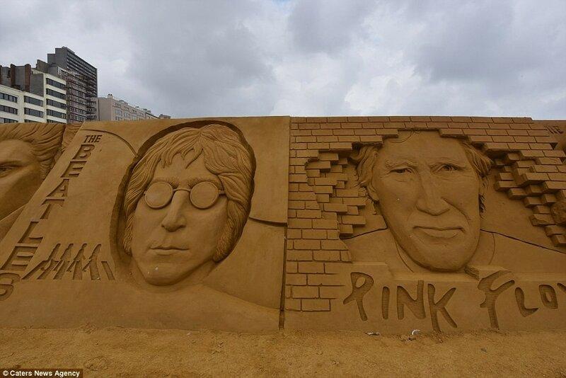 Джона Леннон (слева) и лидер группы Pink Floyd Роджер Уотерс (справа).
