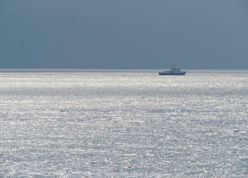 Море серебрится...