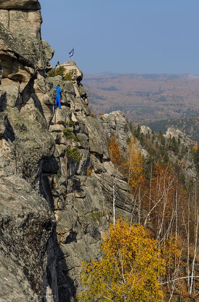 Фото 12.  Такая махина из огромных глыб расположена на вершине горы Аракульский шихан. Никон Д5100 и телеобъектив Никон 70-300. 1/500, -1, 9, 70, 125