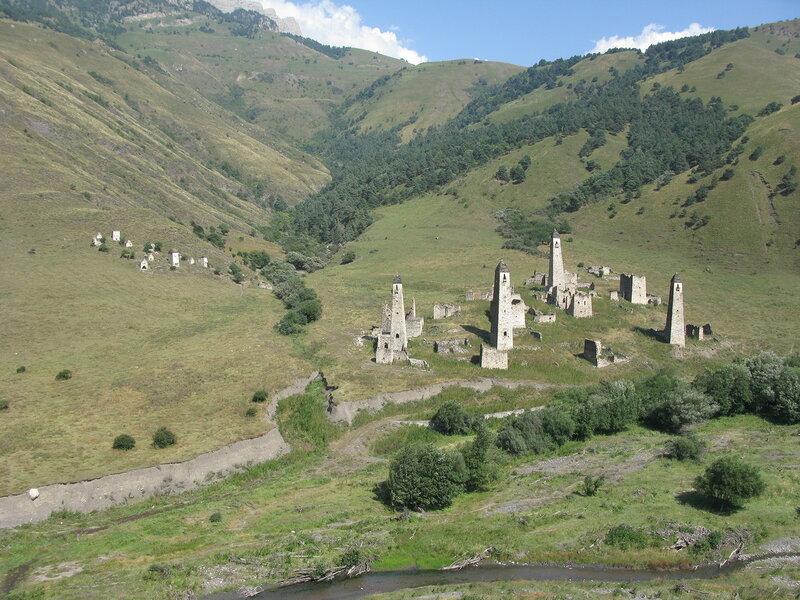 Солнечные могильники на склоне горы, Таргим