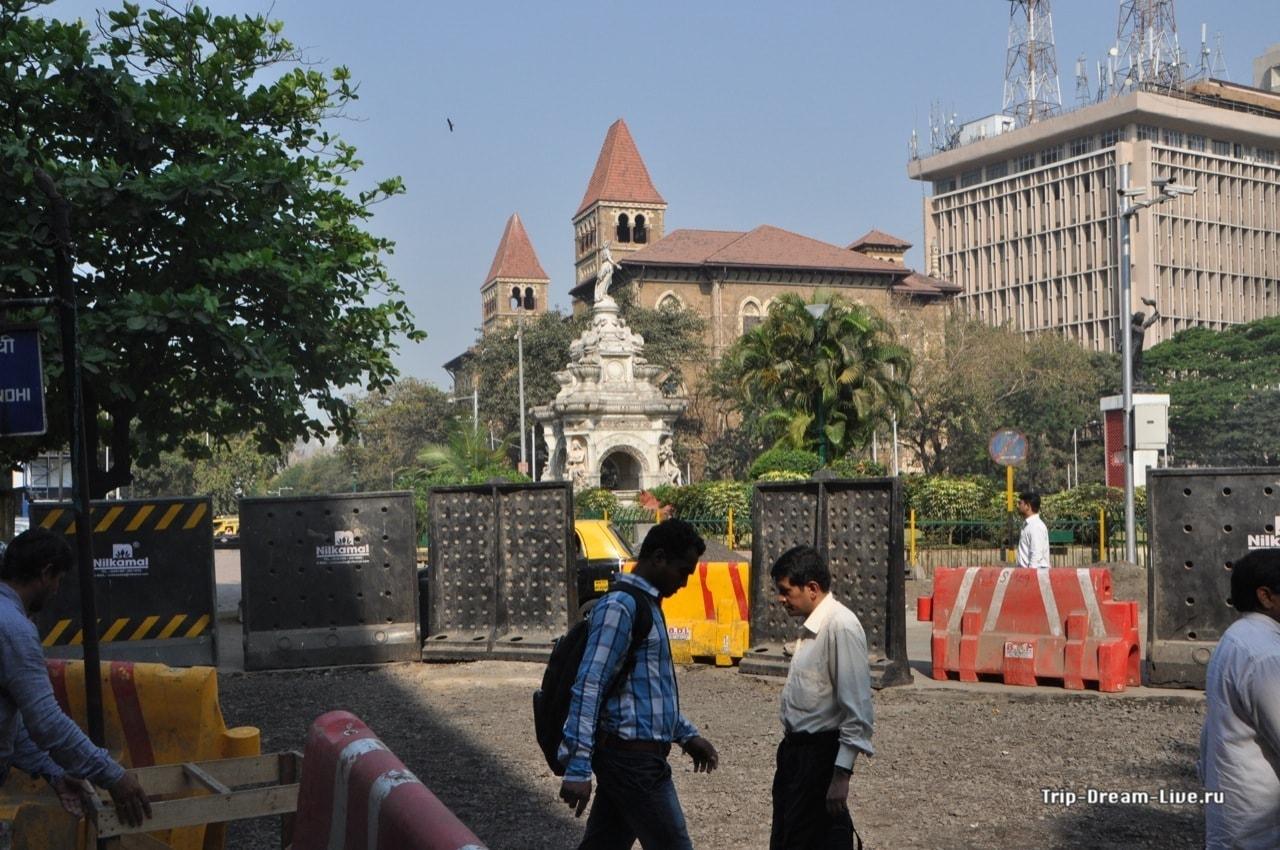 Перекресток у фонтана Флоры Мумбаи