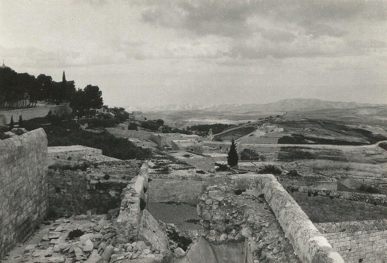 Иерусалим, Вид с Елеонской горы на восток в сторону  Иудейской пустыни
