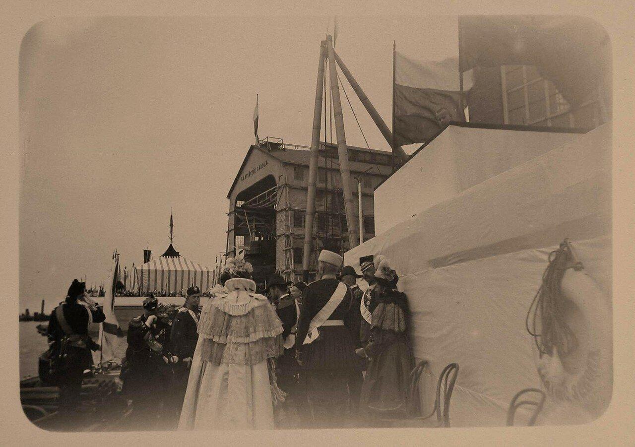 10. Члены императорской фамилии, прибывшие на Балтийский завод для участия в церемонии спуска на воду броненосца