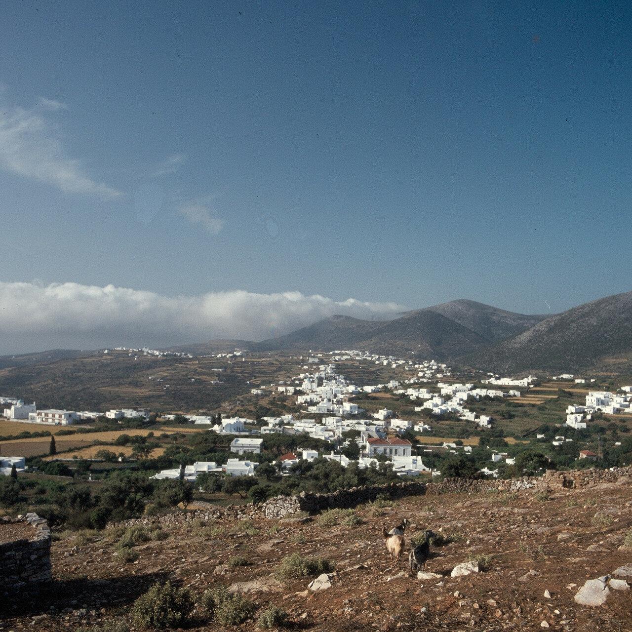 Сифнос. Аполлония напротив  горы Ильи-Пророка