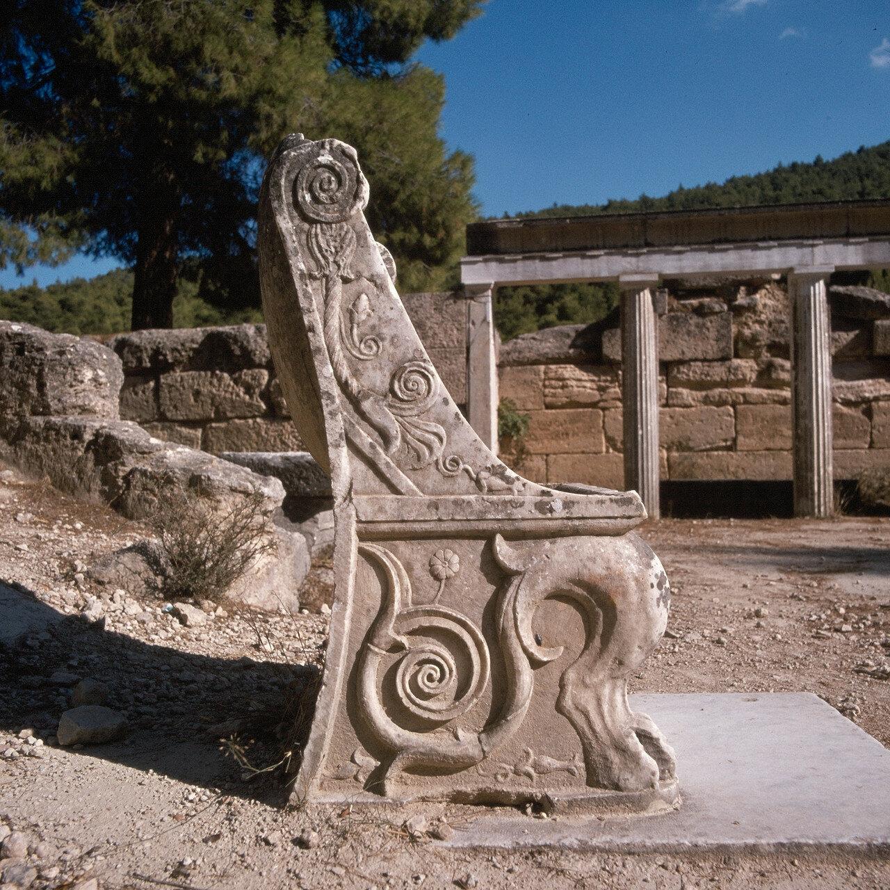 Археологический парк «Амфиарий». Театр. Кресло почетного зрителя. IV в. до н.э.