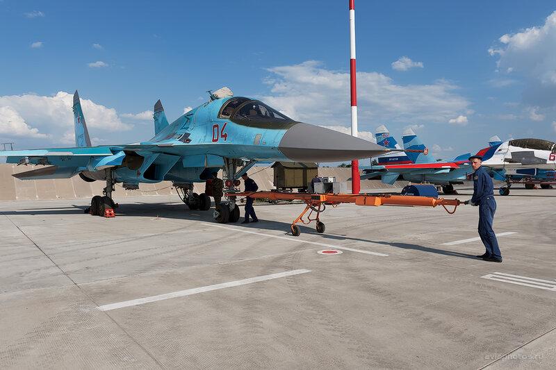 Сухой Су-34 (RF-92252 / 04 красный) D709238