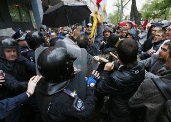 В Одессе продолжаются столкновения: Сепаратисты блокировали милицию
