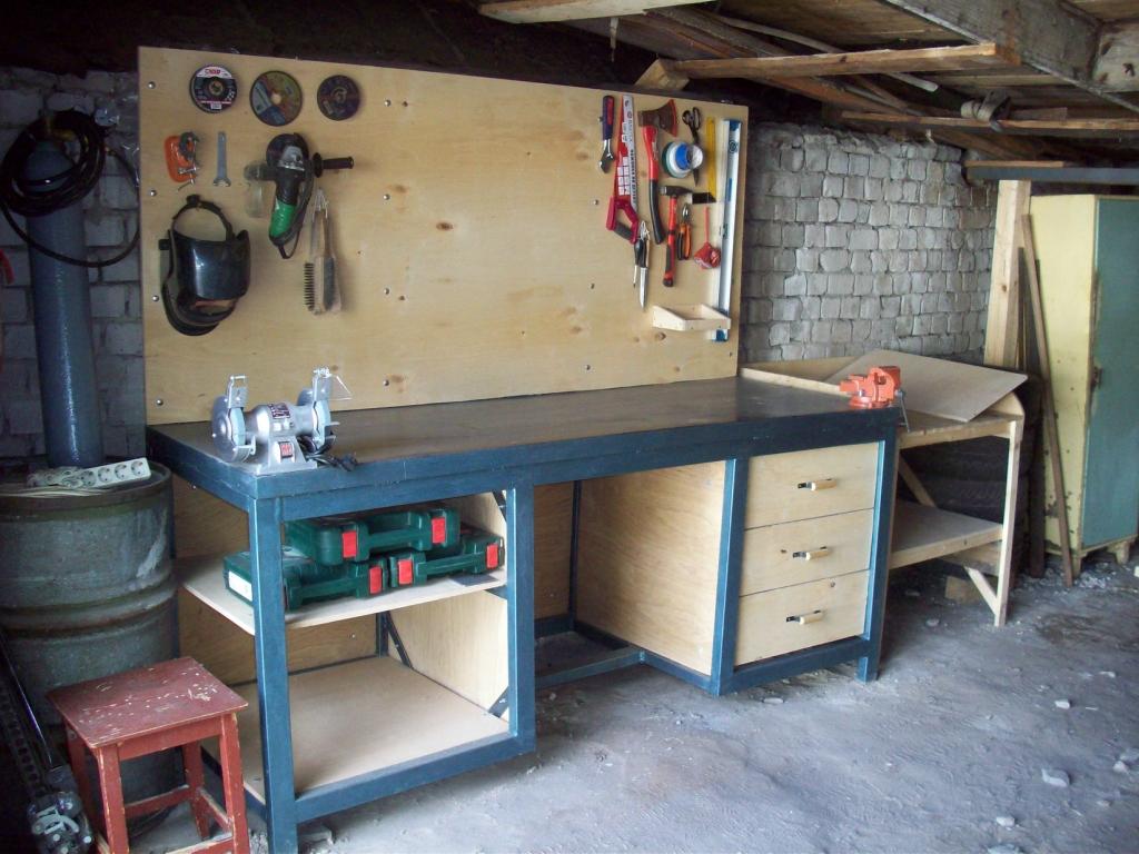 Металлический верстак в гараже своими руками фото