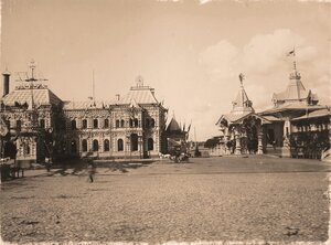 Вид празднично украшенного к торжествам коронации здания Смоленского вокзала с царским павильоном (справа), построенным по проекту архитектора Л.Н.Кекушева.