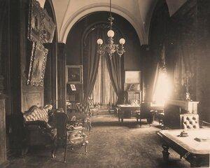 Интерьер [кабинета императора] в Собственной половине Большого Кремлёвского дворца.