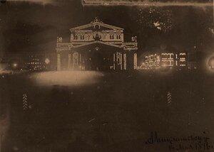 Вид фасада здания Большого театра на Театральной площади, празднично украшенного- к торжествам коронации