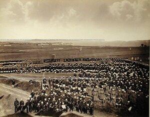 Солдаты и офицеры Лейб-гвардии Егерского полка на биваке.
