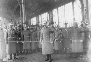 Офицеры батальона - участники переноса праха командующего батальоном, военного инженера, генерал-адъютанта Николая I Карла Андреевича Шильдера - на перроне Царскосельского вокзала.