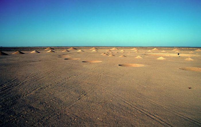 Конусы в египетском ландшафте