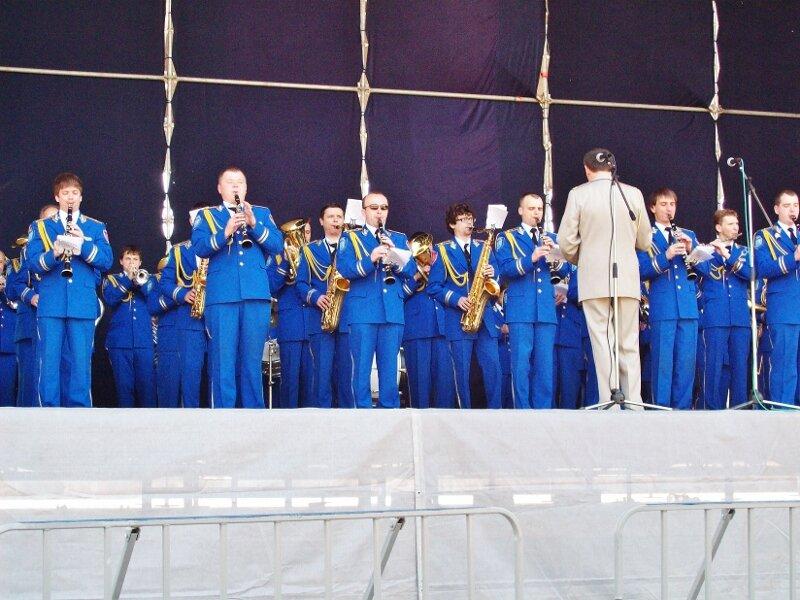 Духовой оркестр на сцене Певческого поля
